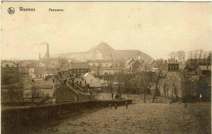 Wasmes - panorama avec terril et cheminée - carte postale