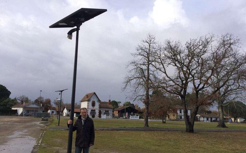 patrick-sabin-aupres-de-lun-des-eclairages-en-photovoltaique-descource