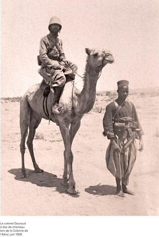 Gouraud à dos de chameau, 1909