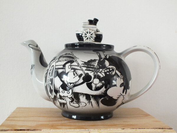2 maman-flocon-mamanflocon-disney-showcase-collection-théière-teapot-steamboat-willie-mickey-mouse