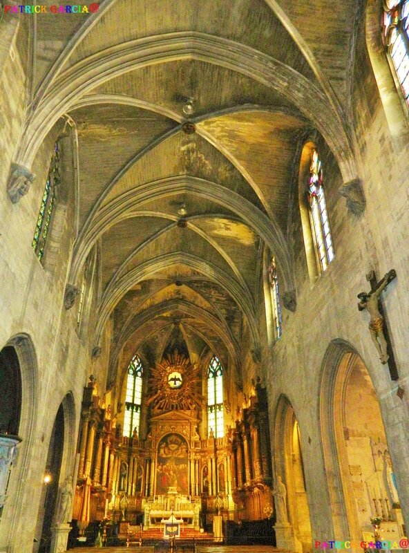 AVIGNON BASILIQUE ST PIERRE INT 984 copie