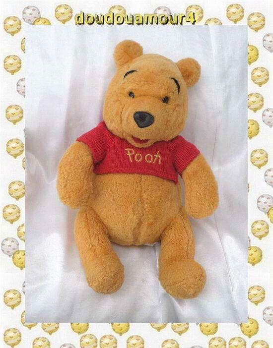 Doudou Peluche Winnie l'Ourson Pull Rouge En Maille Tricot Pooh The Walt Disney Company 35 cm