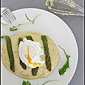 Œuf poché sur polenta crémeuse aux asperges & au bleu