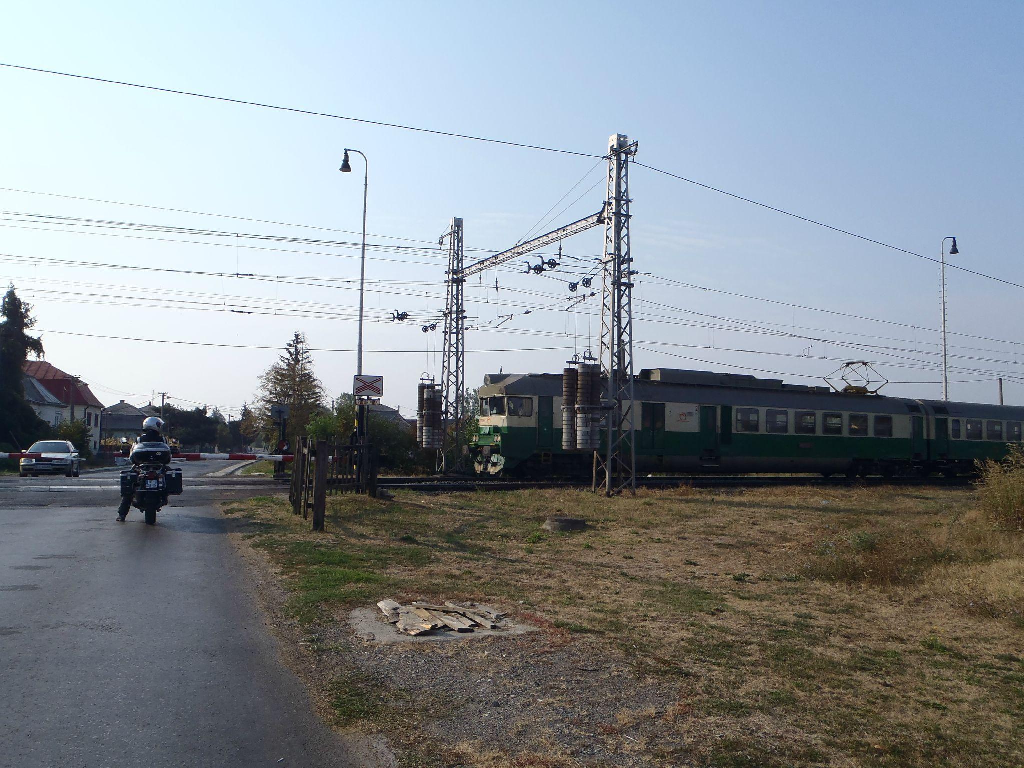 slovaquie - attente passage à niveau - crime dans l'orient express