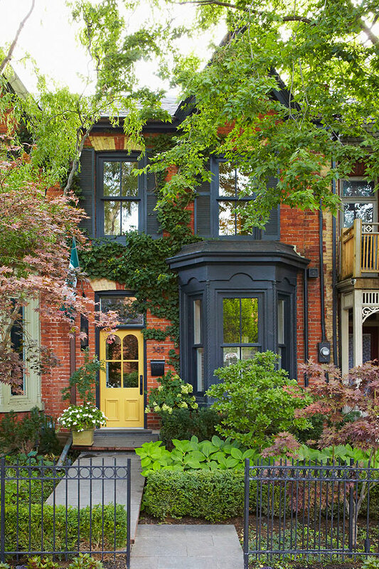 Victorian-Style-Renovated-City-Townhouse-Toronto-Canada_1