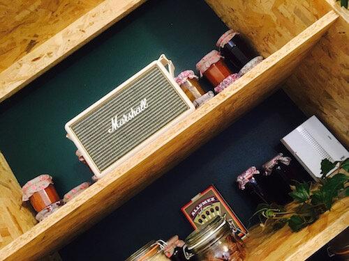 Traboule_Kitchen_etagere