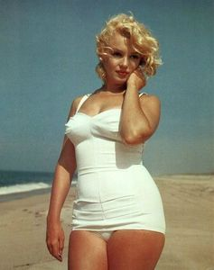 Marilyn-Monroe-oversized-postcard--