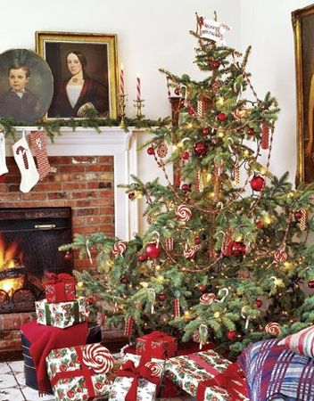 Christmas_Tree_Candy_Trimmings_country_living