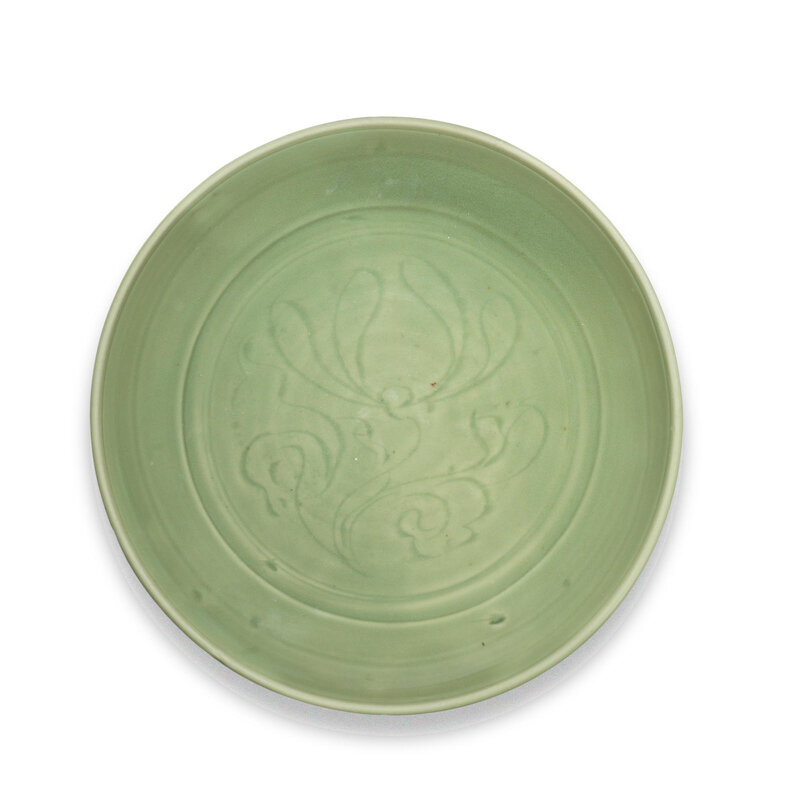 A large Longquan celadon-glazed dish, Early Ming Dynasty (1368-1644)