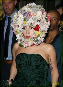 lady-gaga-philip-treacy-fashion-show-new-04
