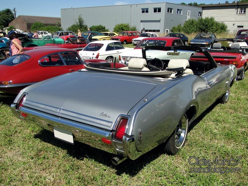 oldsmobile-cutlass-s-convertible-1969-02