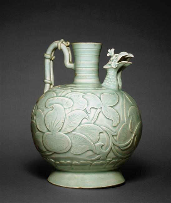 Verseuse à double bec verseur en tête de phénix et à décor de pivoines, fours de Yaozhou, début du 11e siècle, Dynastie Song du Nord du Nord (960-1127)