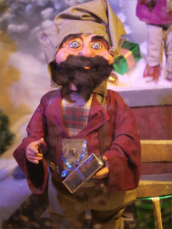 Noël vitrine personnage regard 1 071220