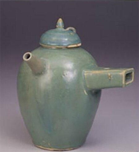 Green glazed single handled pot, Changsha ware, Tang dynasty (618-907) © National Palace Museum, Taipei