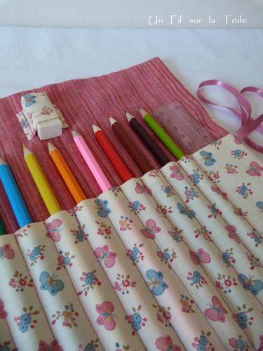 2013 03 Pochette à crayons Papillons