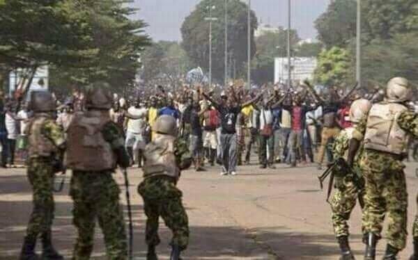 manifestants pacifiques contre les mercenaires de Kabila