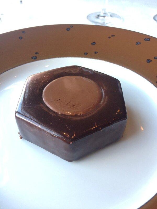L'écrou en chocolat Le Jules Verne restaurant