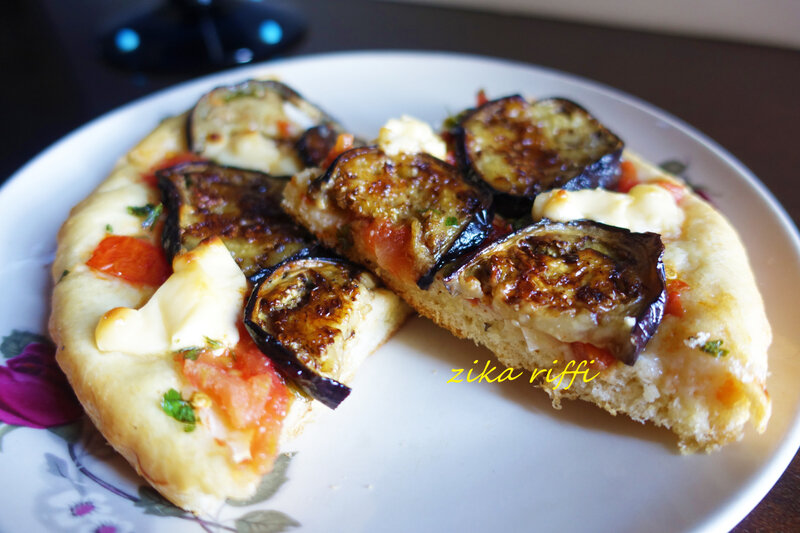 pizza semoule aubergine tomates fromage