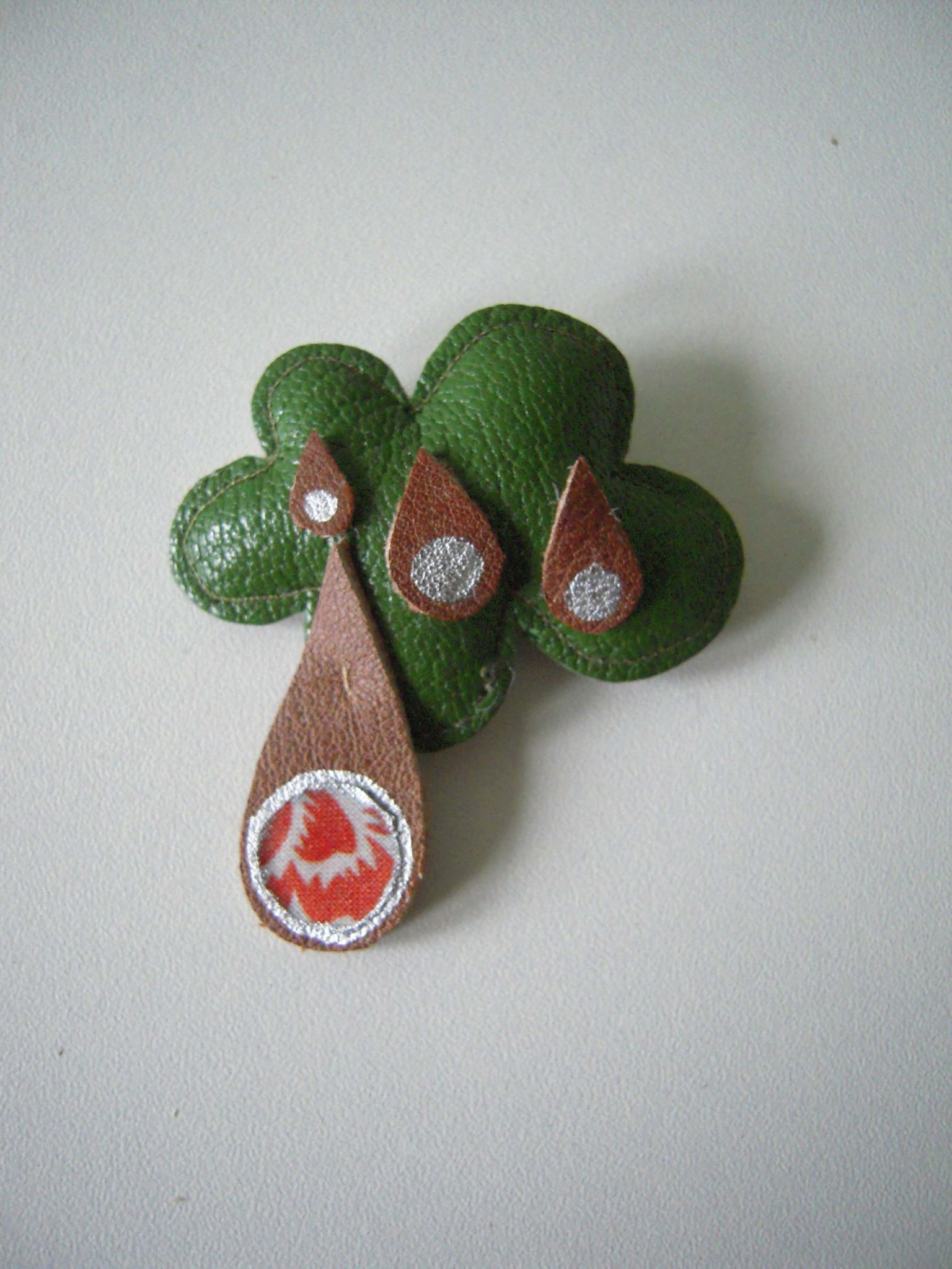 Broche nuage vert marron orange