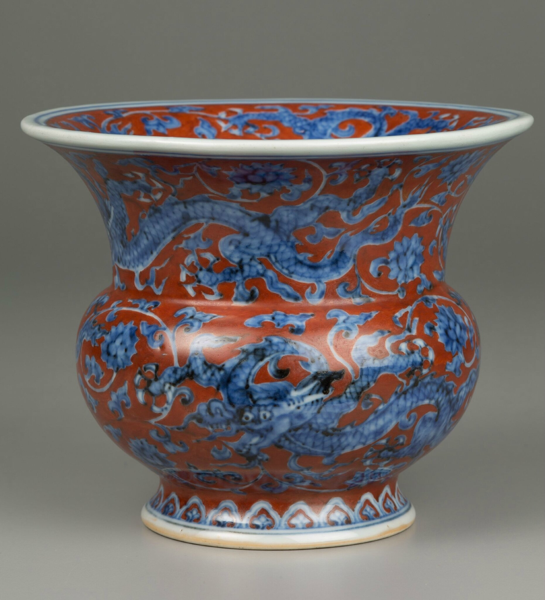 Zhadou-Shaped Vase with Dragons and Scrolling Flower Decor, Zhengde period, 1506-1521, Ming dynasty, 1368-1644