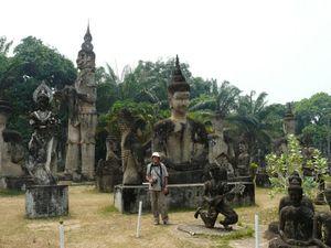 Buddha_park__parc_d_attractions_et_non_religieux