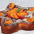 Moelleux aux abricots, amandes et romarin