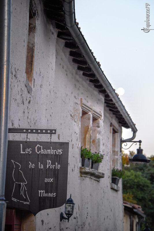 vouvant La porte aux moines l'une des deux entrées de la ville au moyen age