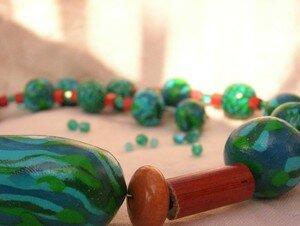 collier_bois_rouge_mosaique_turquoise_1