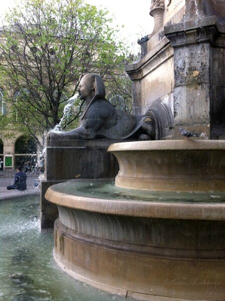 Paris fontaine chatelet 68