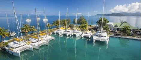 Catamaran Tahiti Yacht Charter