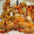 Brochettes de st jacques, saumon et crevettes