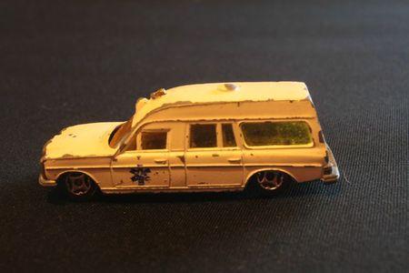 410_Mercedes-Benz Ambulance_01