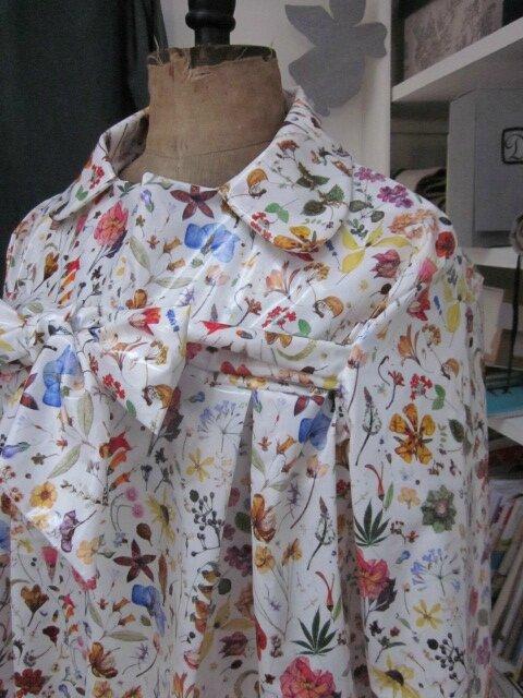 Ciré AGLAE en coton enduit Liberty Floral Eve fleuri fermé par un noeud dans le même tissu (8)