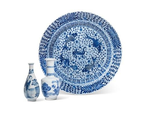 Two small blue and white vases and a 'fish' dish, Kangxi period (1662-1722)