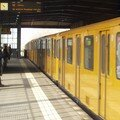 Arrivée du métro ligne 2 dans Nollendorf Platz