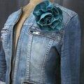 Broche fleur EVELYNE en lin bleu lagon (3)