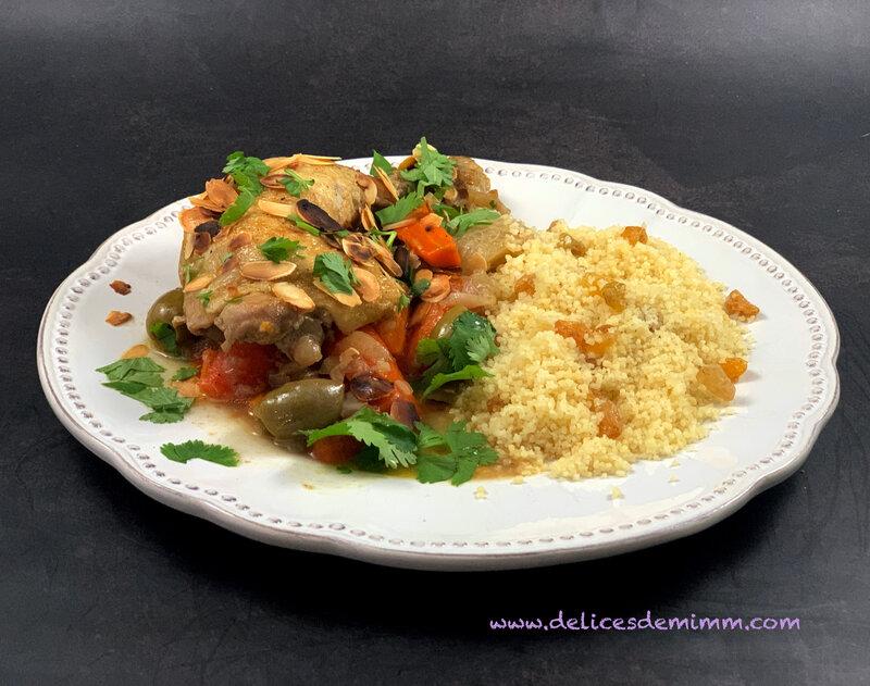 Tajine de poulet aux olives et aux amandes 3