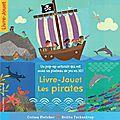 Les petits pirates lisent et jouent