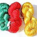 Aujourd'hui, des fils de soie aux couleurs éclatantes