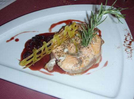 saumon_en_lard_sauce_mures_et_airelles