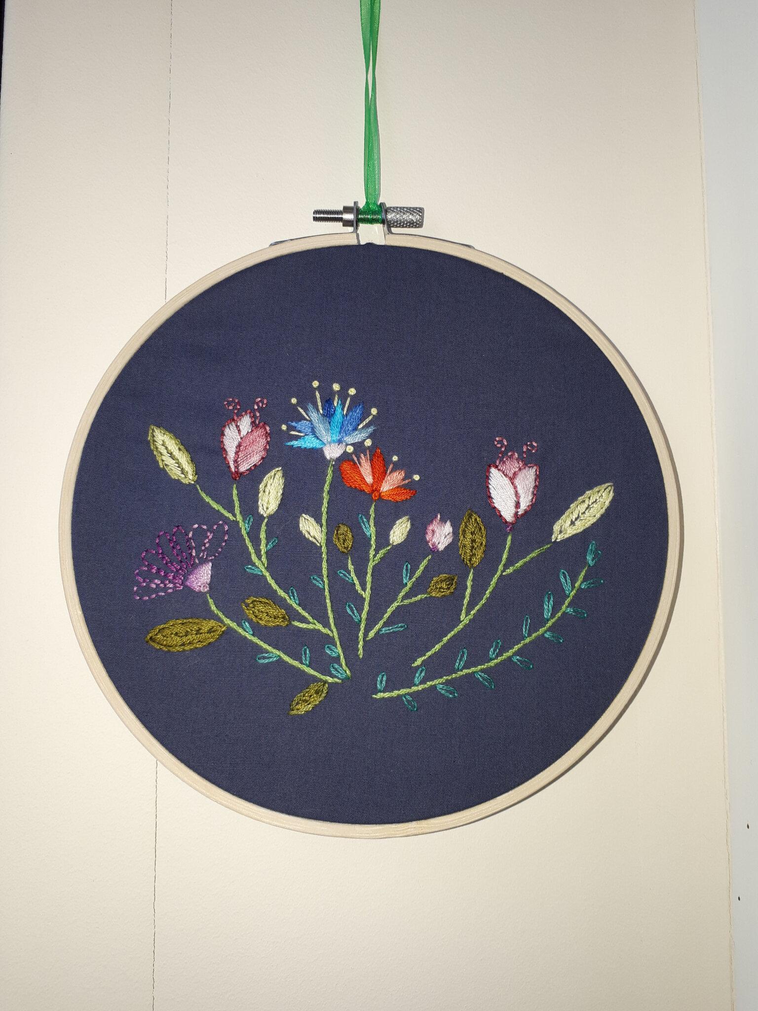 La broderie florale selon Caro tricote