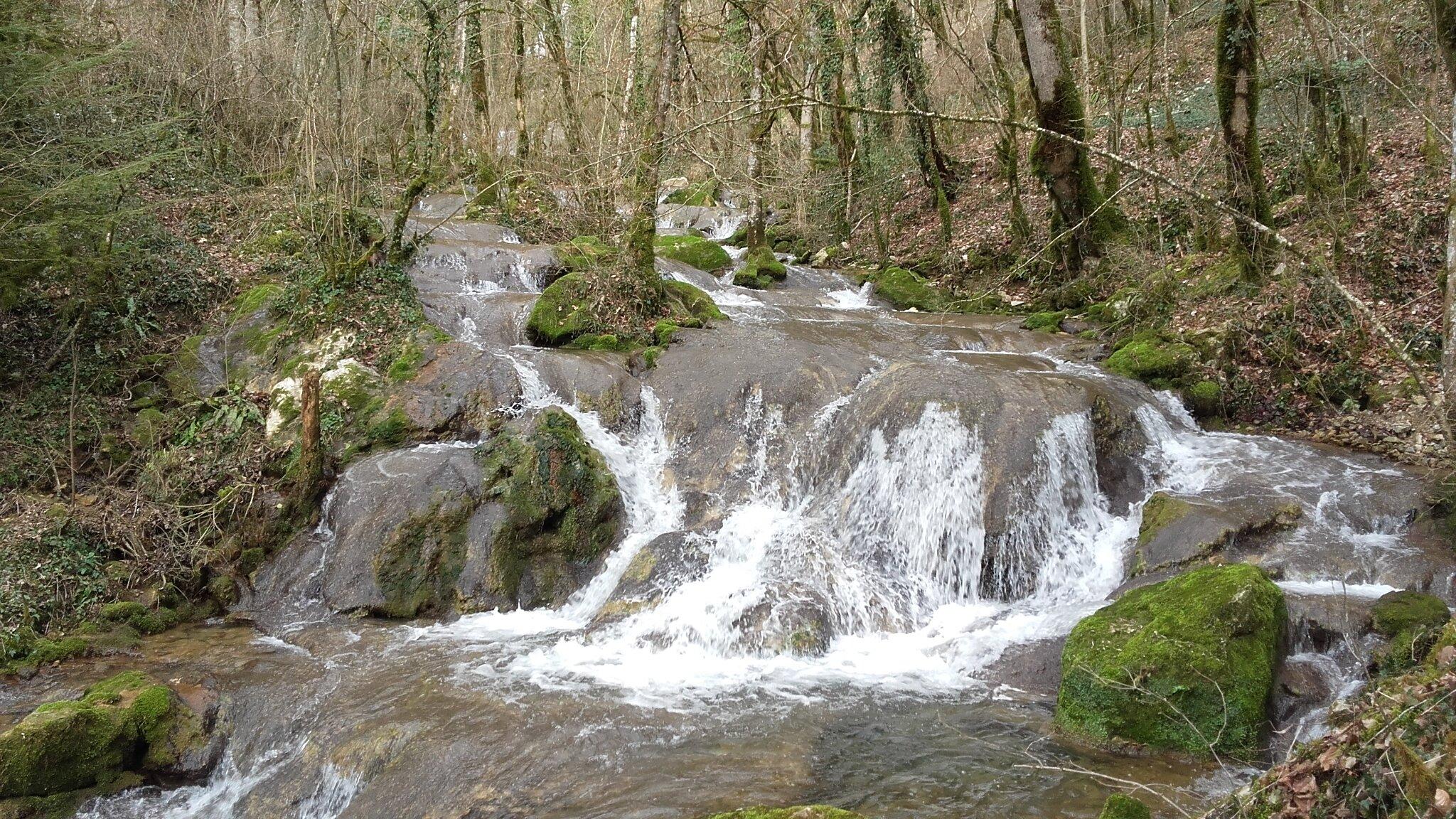Balade , cascade dans le Doubs