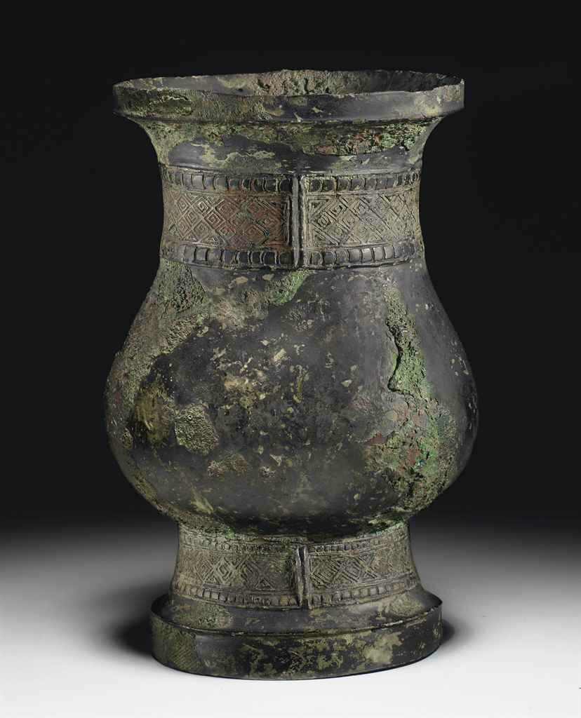 A small bronze ritual wine vessel, zhi, Late Shang-Early Western Zhou dynasty, 12th-11th century BC