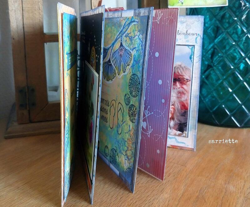 2 le livre entrouvert