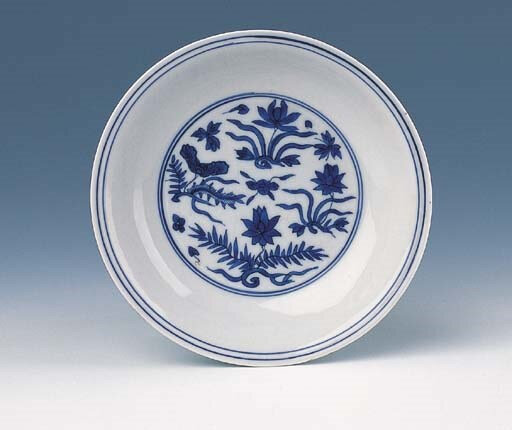 A blue and white saucer dish, Encircled Wanli six-character mark and of the period (1573-1620)