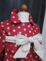 Manteau AGLAE en lin rouge à pois ficelle fermé par un noeud de lin brut (4)