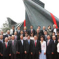 Le président honoraire du KMT Lien Chan participe à l'installation d'une sculpture pour les Jeux olympiques 2