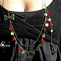 Collier sequins rouge et noeud