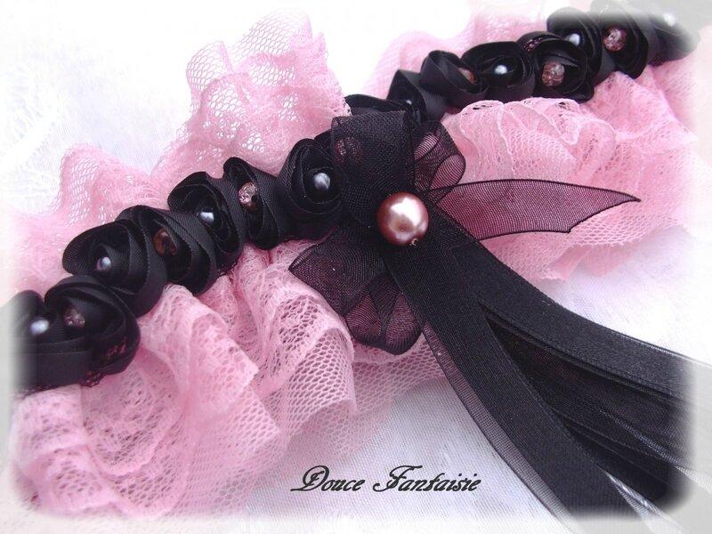 autres-accessoires-jarretiere-rose-et-noire-frou-frou-1529042-003-ad33a_big
