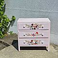 Commode florale